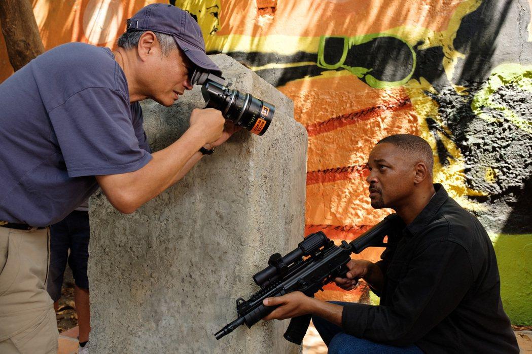 威爾史密斯(右)大讚「雙子殺手」視覺風格震撼人心。圖/UIP提供
