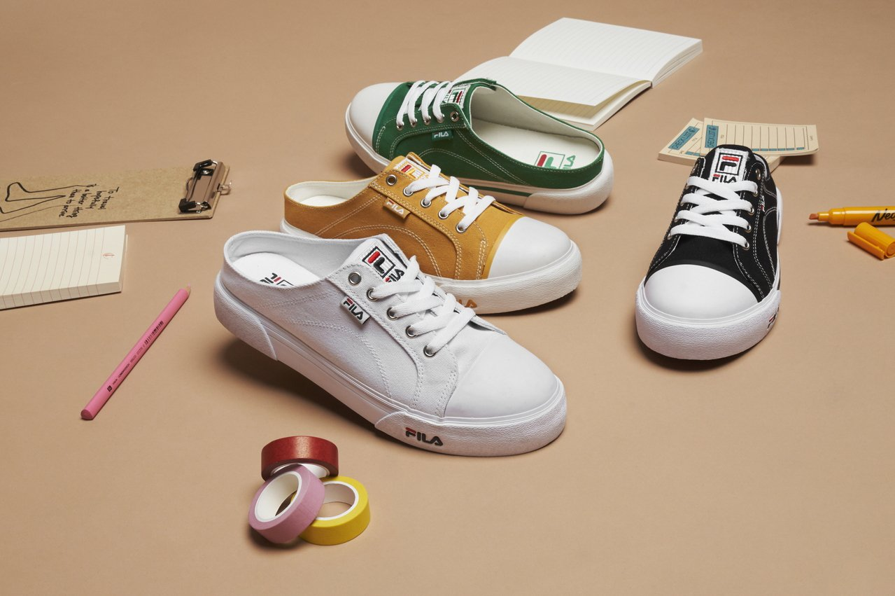 FILA推出多款FILA COMO MULE帆布穆勒鞋。圖/FILA提供