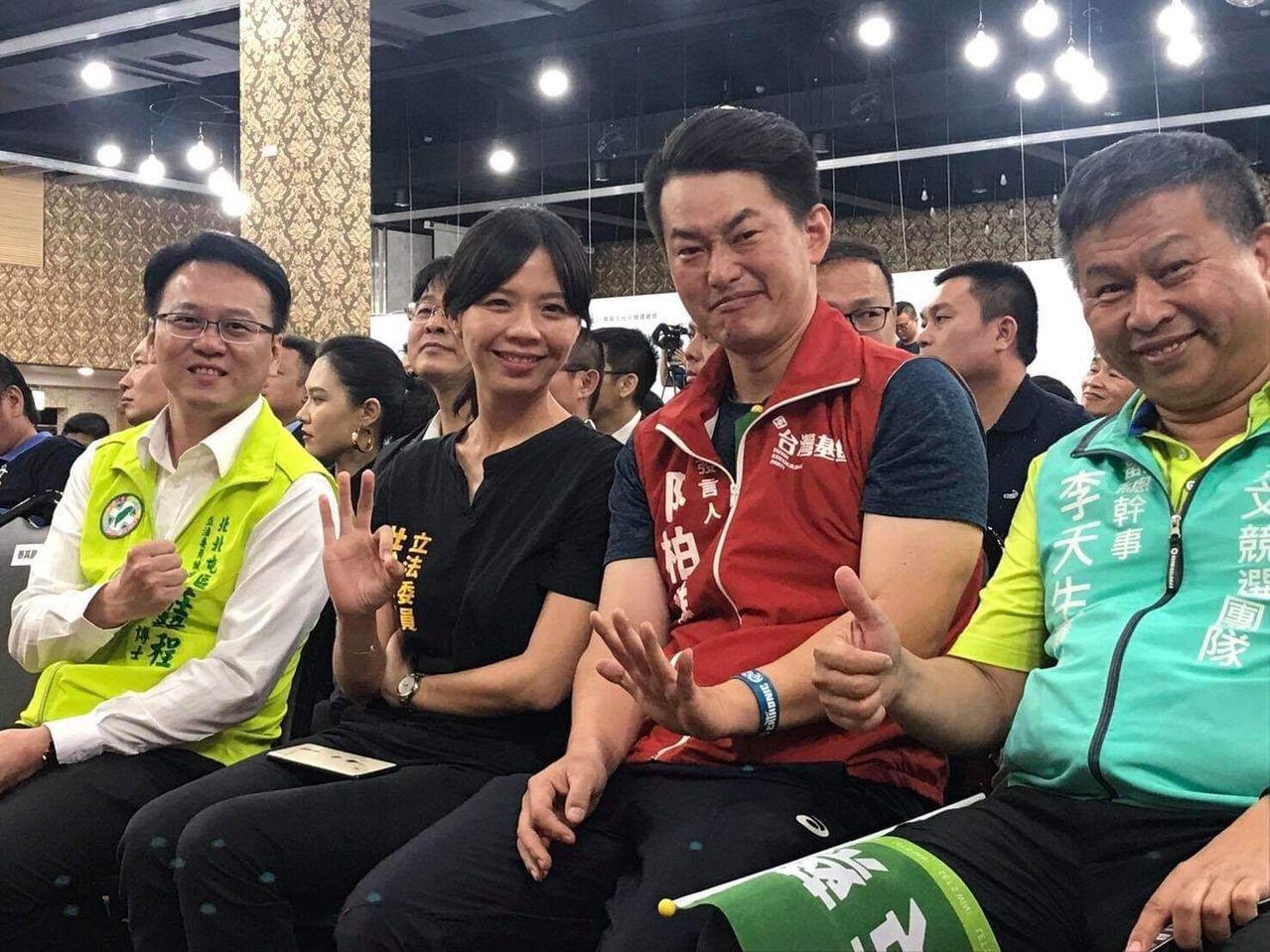 洪慈庸(前排左)、陳柏惟(前排右二)及林昶佐等人,正在規劃集結「抗中保台」台派年...