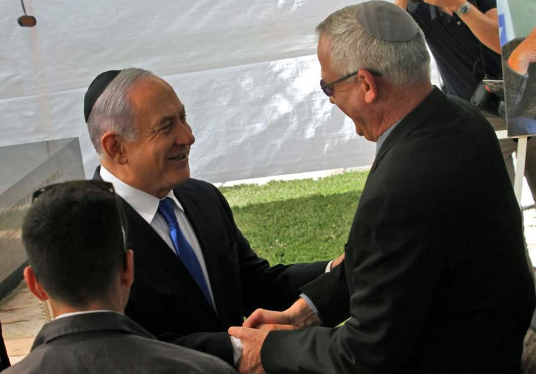 以色列總理內唐亞胡(左)邀請主要對手甘茨(右)一起組閣。法新社