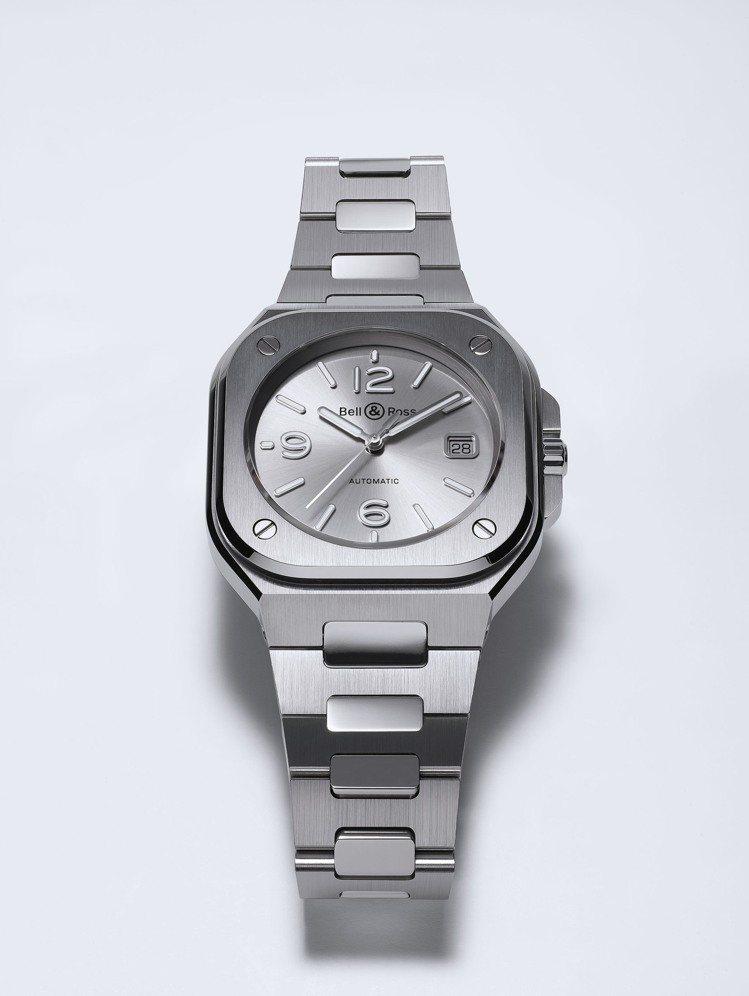 BR05銀灰色不鏽鋼表款,售價16萬8,000元。圖/Bell & Ross提供