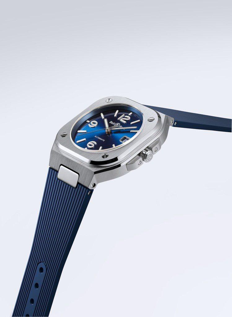 BR05海軍藍不鏽鋼橡膠帶表款,售價14萬9,000元。圖/Bell & Ros...