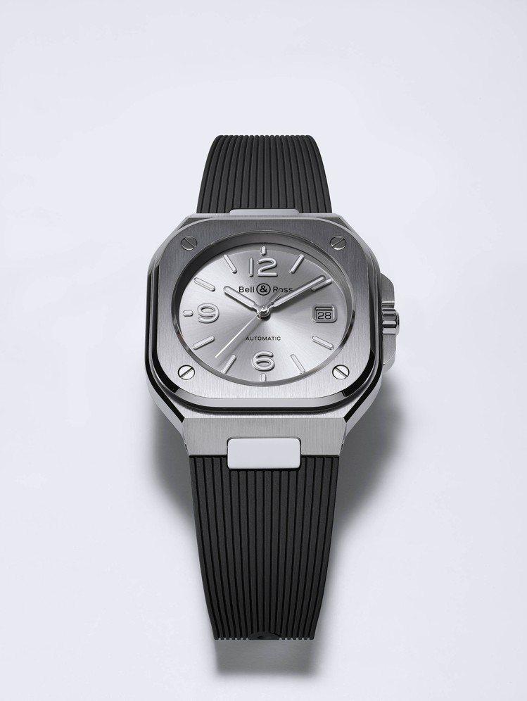 BR05銀灰色不鏽鋼橡膠帶表款,售價14萬9,000元。圖/Bell & Ros...