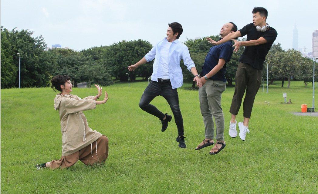「綠蝴蝶」王真琳(左起)、謝章穎、游翰庭、楊傑宇上演真人版「快打旋風」。記者潘俊