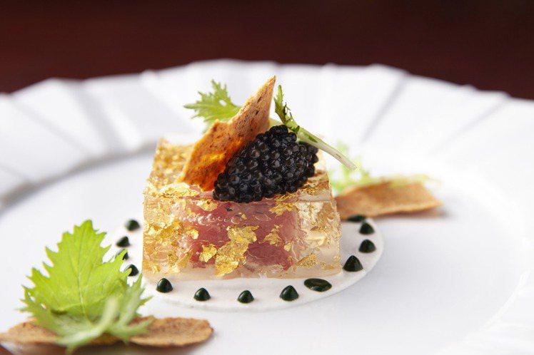 珠寶盒(鮪魚中腹、魚子醬)。圖/西華飯店提供