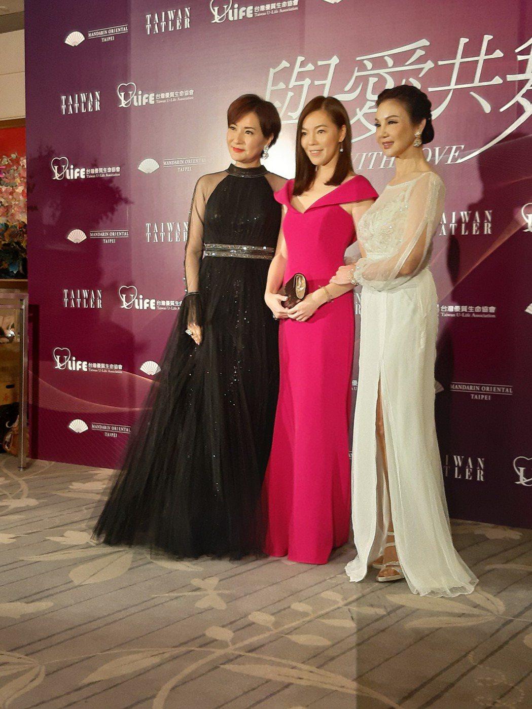 方芳芳(左起)、曾馨瑩和謝玲玲出席。記者林怡秀/攝影