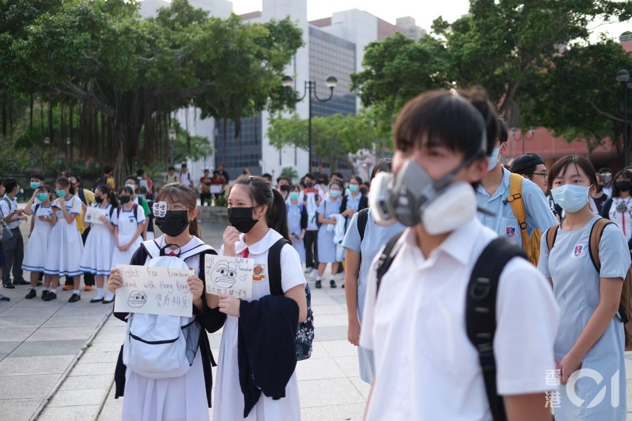 19日下午香港沙田舉辦築人鏈活動。圖/取自香港01