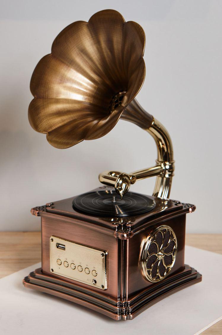 誠品生活信義店獨家,USERWATS藍芽復古音響原價8,990元,特價66折5,...