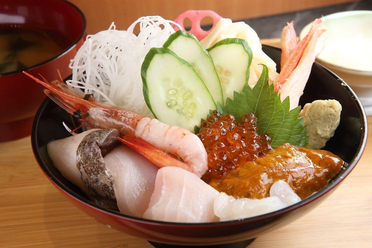 冰上特見海鮮丼,每份660元。記者陳睿中/攝影