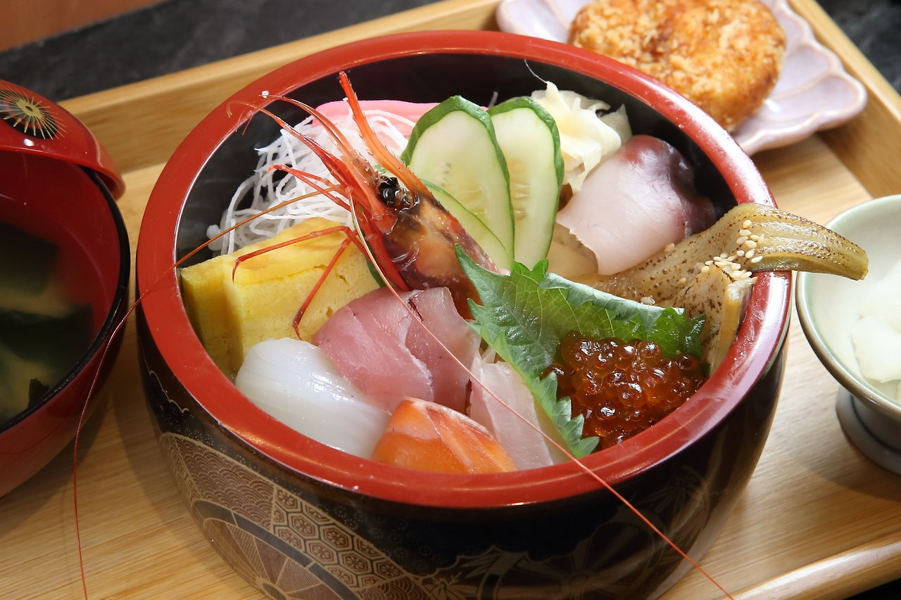 粹鮨海鮮丼,每份360元。記者陳睿中/攝影