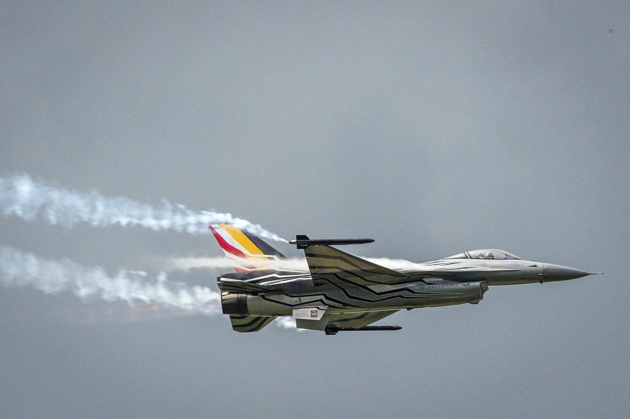 比利時一架F-16戰機19日在法國西北部墜毀。圖為同型機。美聯社