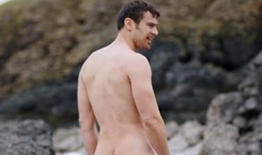 席歐詹姆斯全裸露臀畫面引起熱烈討論。圖/翻攝自YouTube