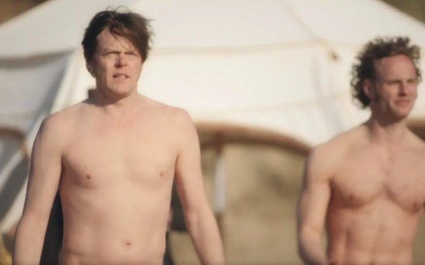 克里斯馬歇爾(左)與傑克福克斯也在劇中全裸。圖/摘自telegraph