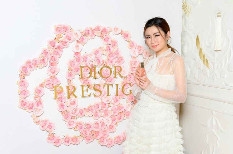 Dior邀請Selina任家萱,擔任迪奧花蜜美妍大使,來教大家使用秘訣。圖/Di...