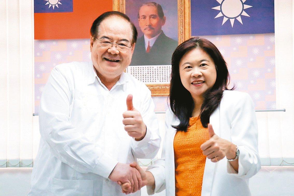 新北市第12選區,國民黨李永萍(右)初選勝出。 記者胡瑞玲/攝影