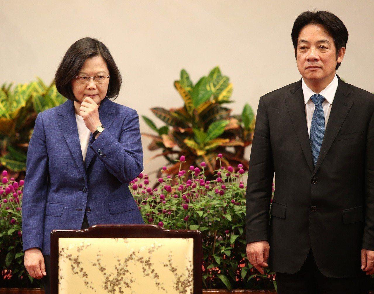 總統府秘書長陳菊昨天再次提到,期待蔡總統(左)與行政院前院長賴清德(右)合作、守...