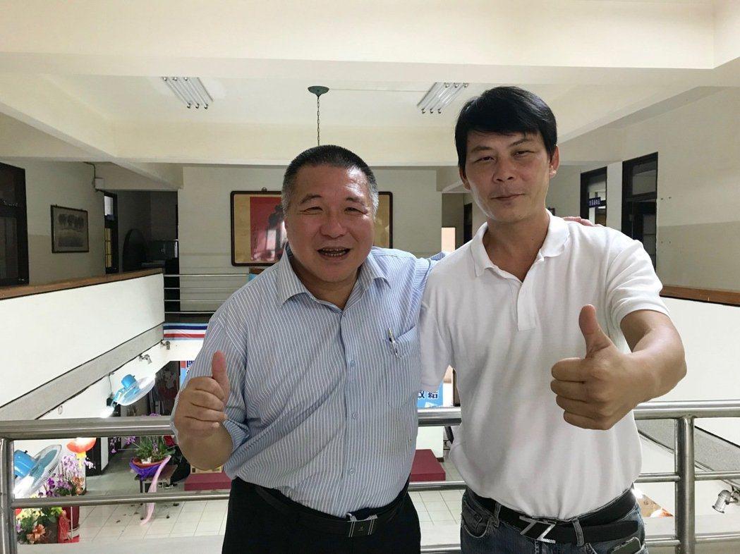 韓家軍「最強菜販」林佳新(右)表態爭取國民黨提名,要投入台中第一選區立委選戰。 ...