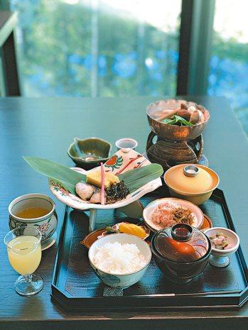 充滿巧思的早餐,青森來的蘋果汁、日本來的米,還有在地的豐富食材。 圖/陳志光