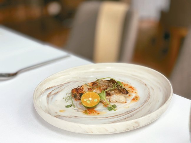 新菜爐烤屏東枋寮午仔魚一夜干佐泰式酸甜醬。 圖/陳志光、游慧君