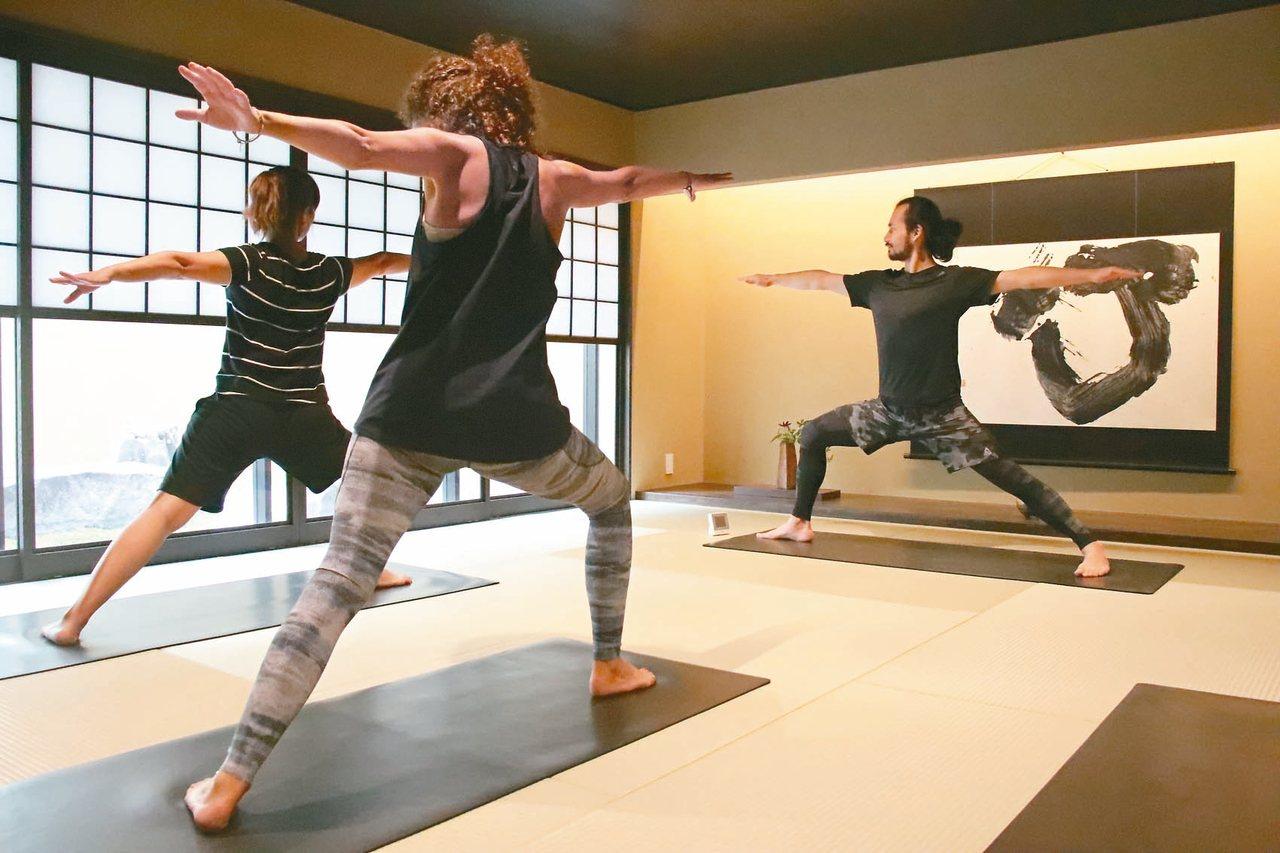 結合禪道的瑜珈課程,很受歡迎的館內活動。 圖/游慧君、陳志光