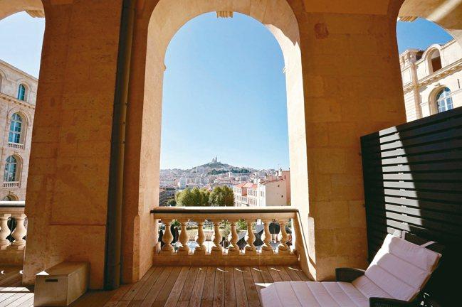 馬賽洲際酒店享有燦爛恢宏的地標景致。 圖/游慧君、陳志光