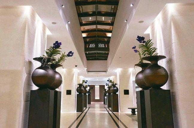 馬賽洲際酒店壯麗大器、精緻考究的大廳。 圖/游慧君、陳志光