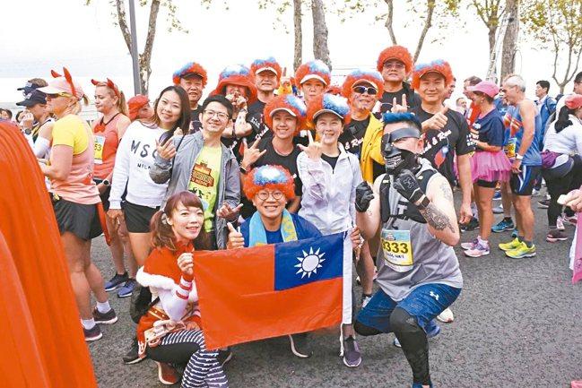 由東南旅遊、可樂旅遊帶隊的台灣團凝聚力一流。 圖/陳志光、游慧君