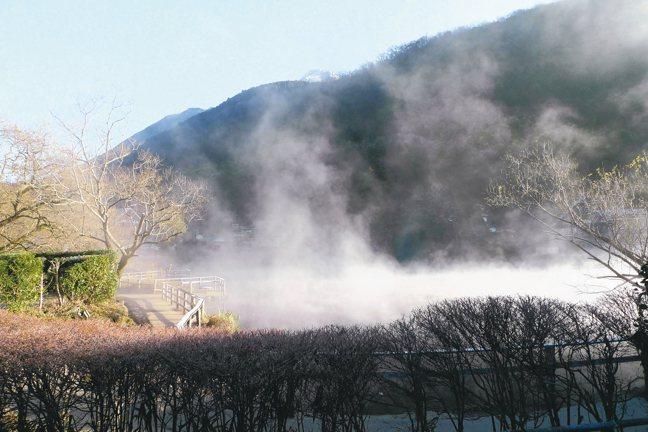 金鱗湖的晨曦如夢似幻。 圖/有行旅、曾郁雯提供