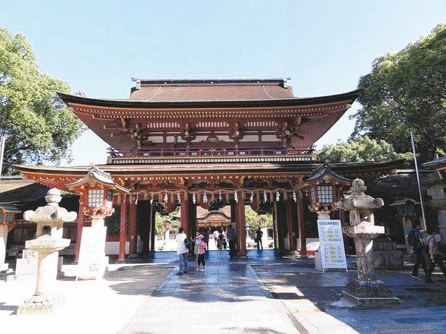 專門供奉學問之神菅原道真的太宰府天滿宮,乃是文人作家必去的神社,已經有超過千年歷...
