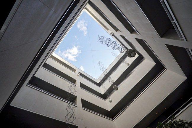 「TOMO II 」中的口字型天井,隨處可見京都老屋的結構細節。 圖/游慧君、陳...