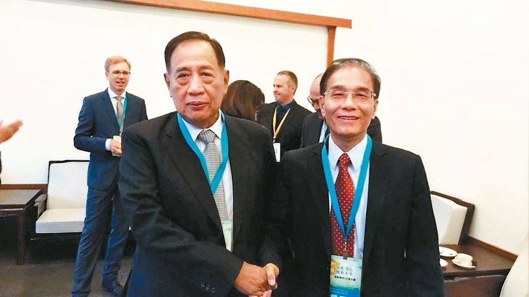 夏普社長戴正吳(右)與瑞智董事長陳盛沺表示,將繼續合作,由瑞智提供高品質、有競爭...