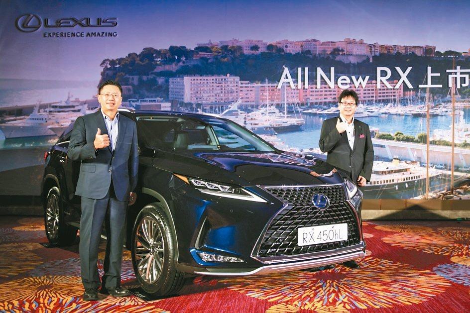 和泰車總經理蘇純興(左)看好LEXUS RX的新車銷售。 和泰車/提供