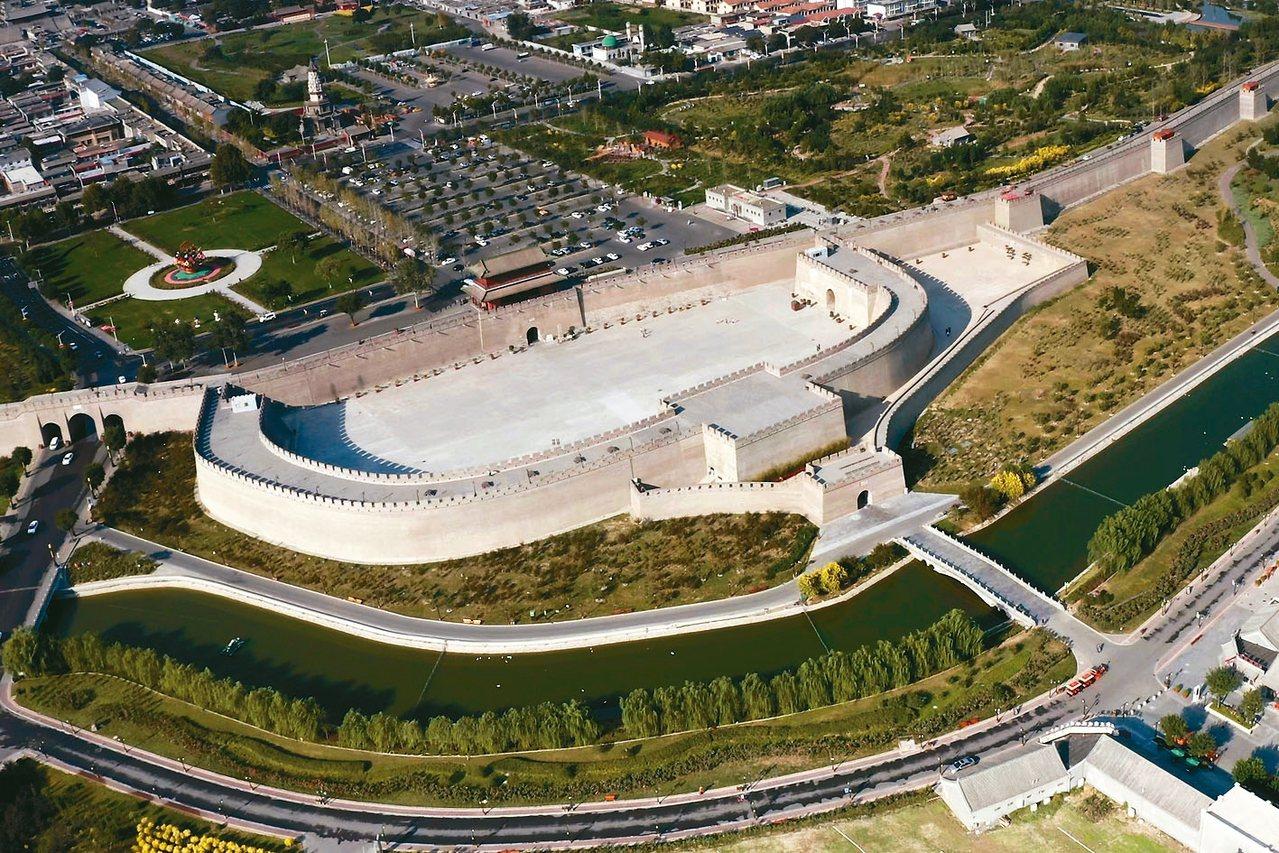 正定古城牆有1600年歷史,每座城門皆設有裡城、甕城、月城三道城垣。 圖/本報石...
