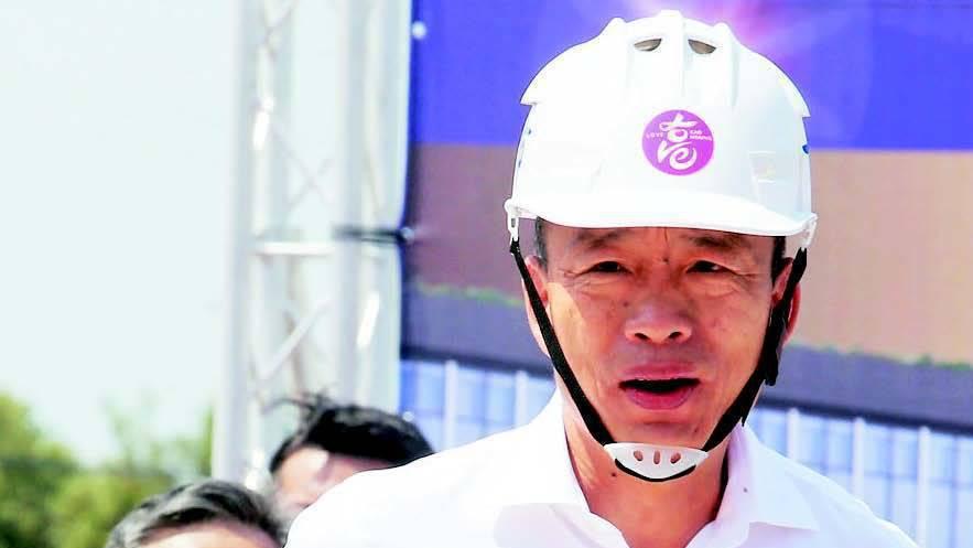 高雄市長韓國瑜上午參加岡山捷運站前達麗米樂購物廣場動土,再度強調整頓治安的決心。...
