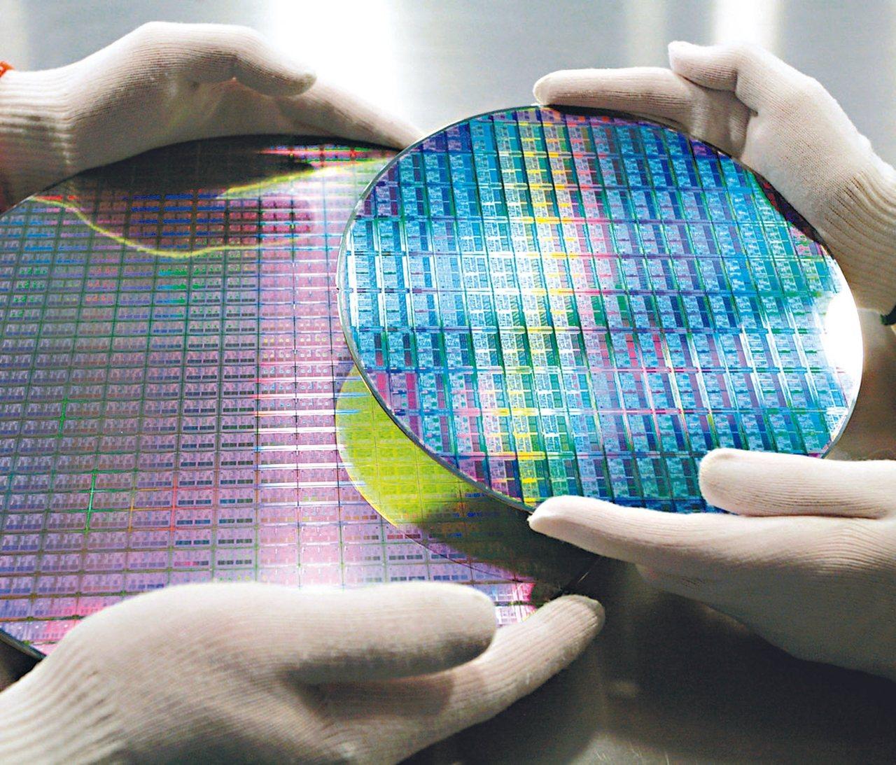 華為加速自主研發手機、AI等晶片,台積電在7、5奈米良率及製程技術領先,看好通吃...