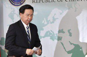 項莊舞劍志在沛公,才是北京「介選」策略的目標