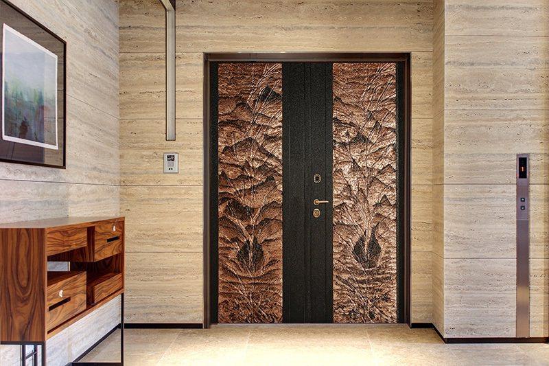 面對地震,門框上的可微調制震座物理制震作用可保護整樘門扇,給您安全的出入口。 圖...