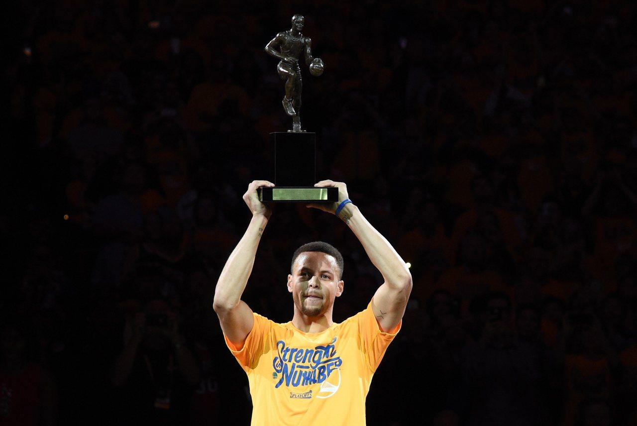柯瑞2016年獲選年度MVP。 路透