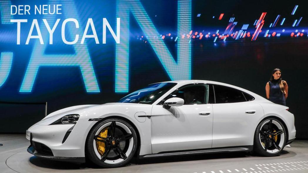 全新Porsche Taycan純電跑車在法蘭克福車展中正式發表。 摘自Pors...