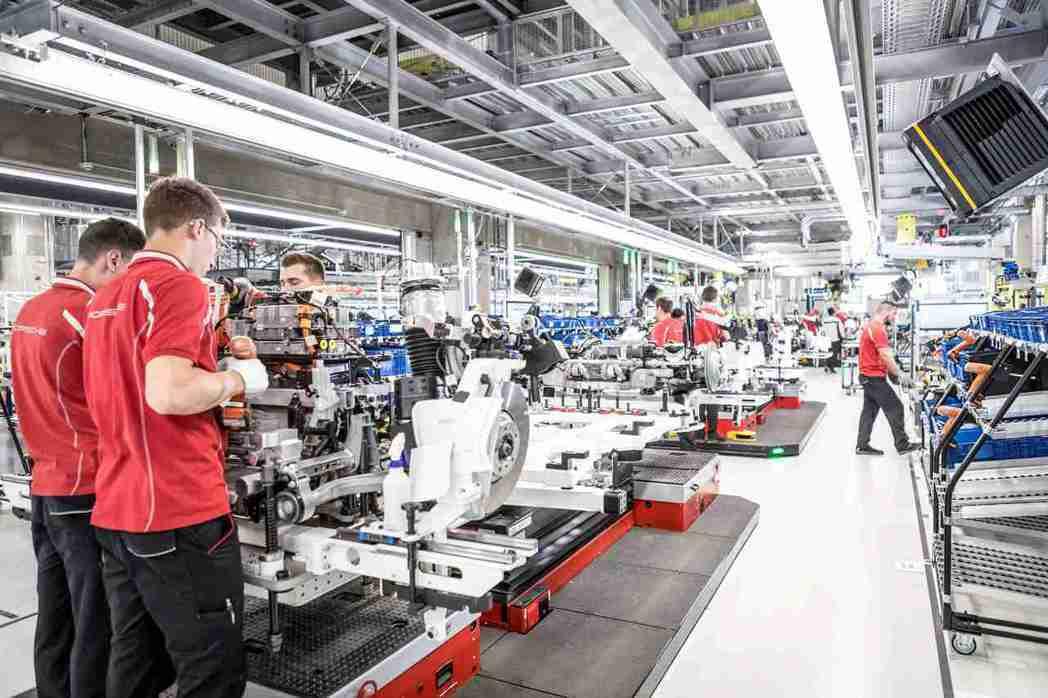Taycan的生產過程已達到碳中和標準,定義全新標竿。工廠坐落於品牌核心祖文豪森...
