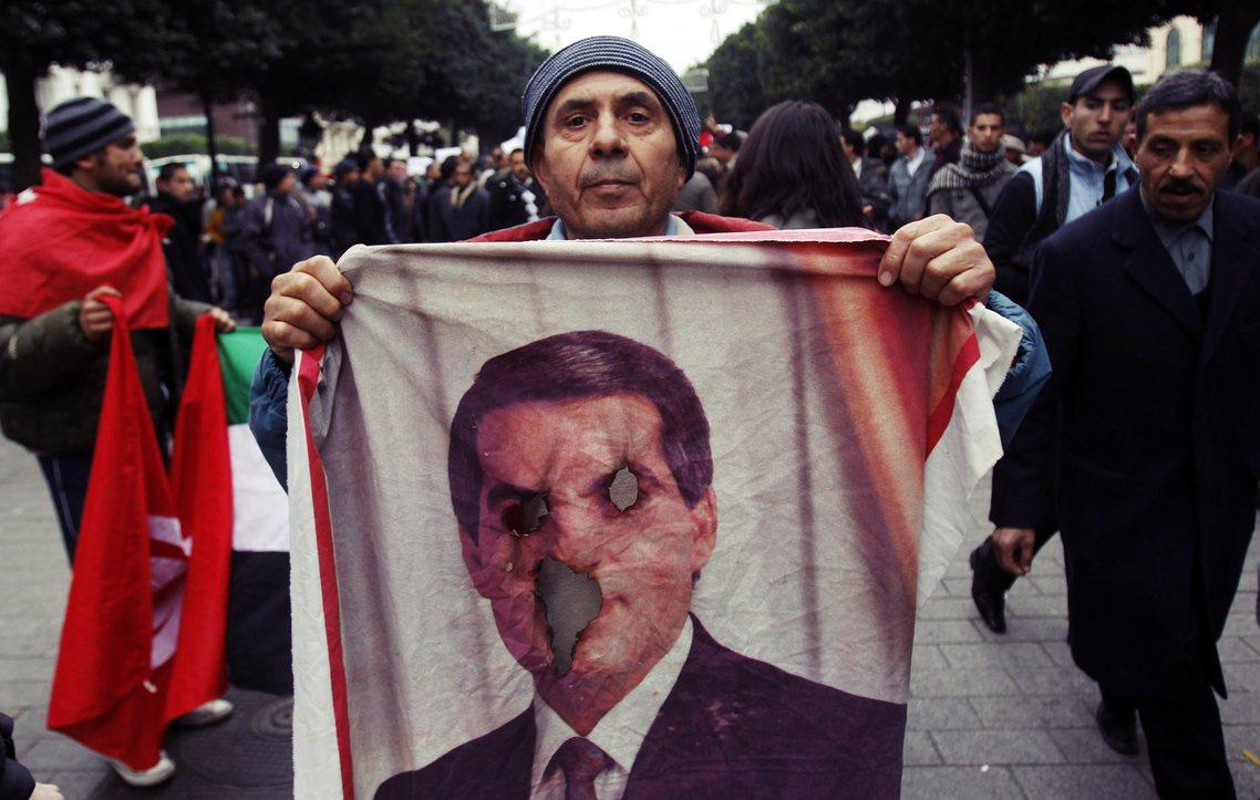2011年因觸發「阿拉伯之春」遭國民推翻、並自此流亡海外的突尼西亞前總統本阿里(...