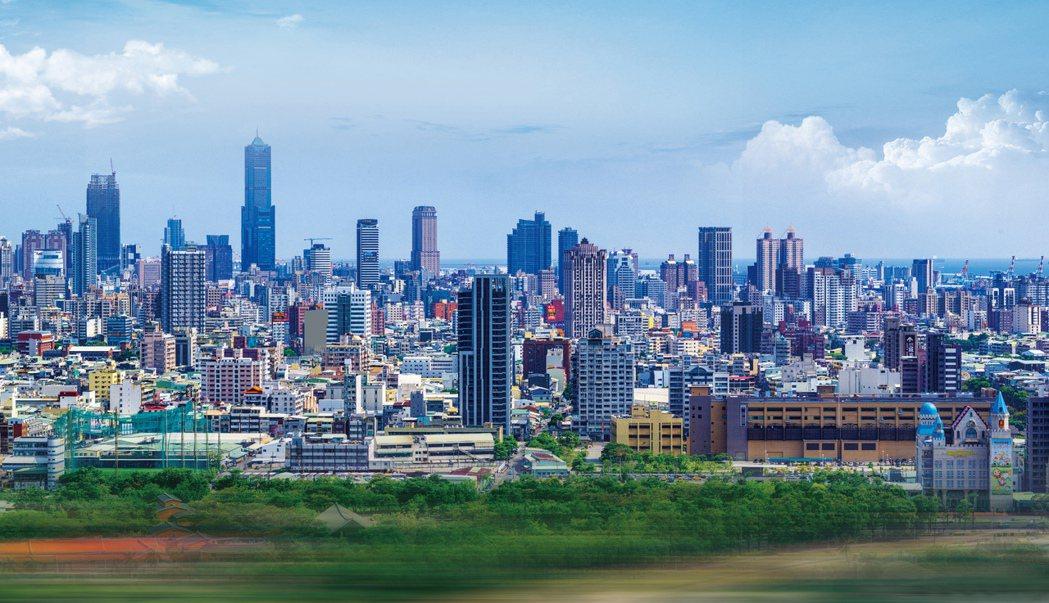 「雄崗信義美術館」15樓陽台景觀/實景拍攝。圖片提供/雄崗建設