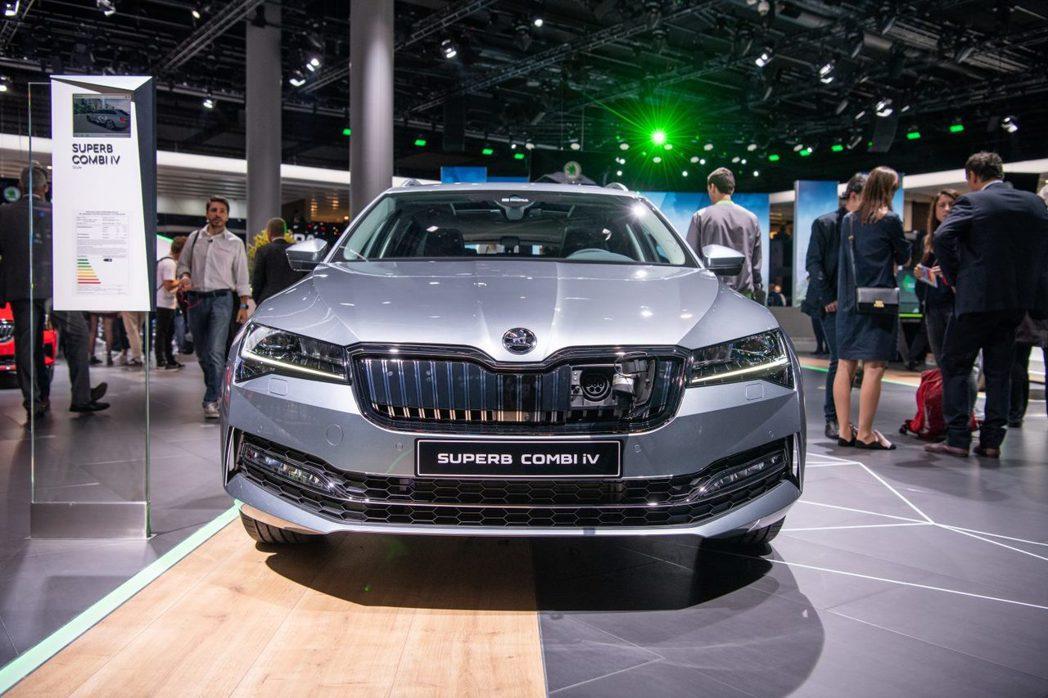 全新ŠKODA Superb iV在法蘭克福車展中正式發表。 摘自ŠKODA
