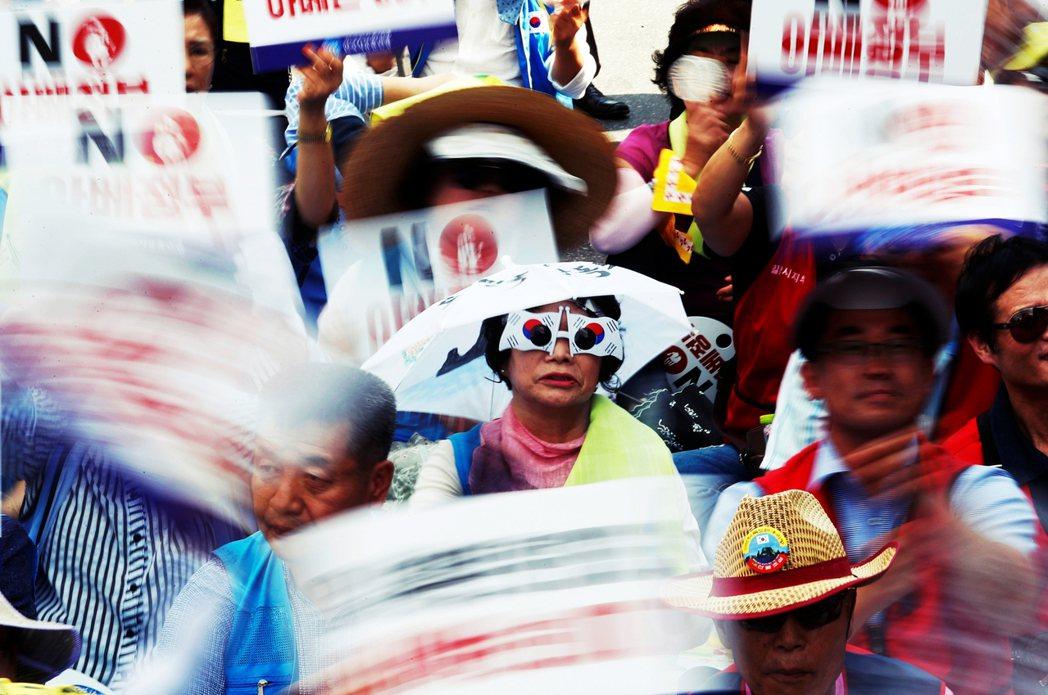 日本官房長官菅義偉,老神在在地於19日記者會上表示,雖然南韓觀光客減少了將近5成...