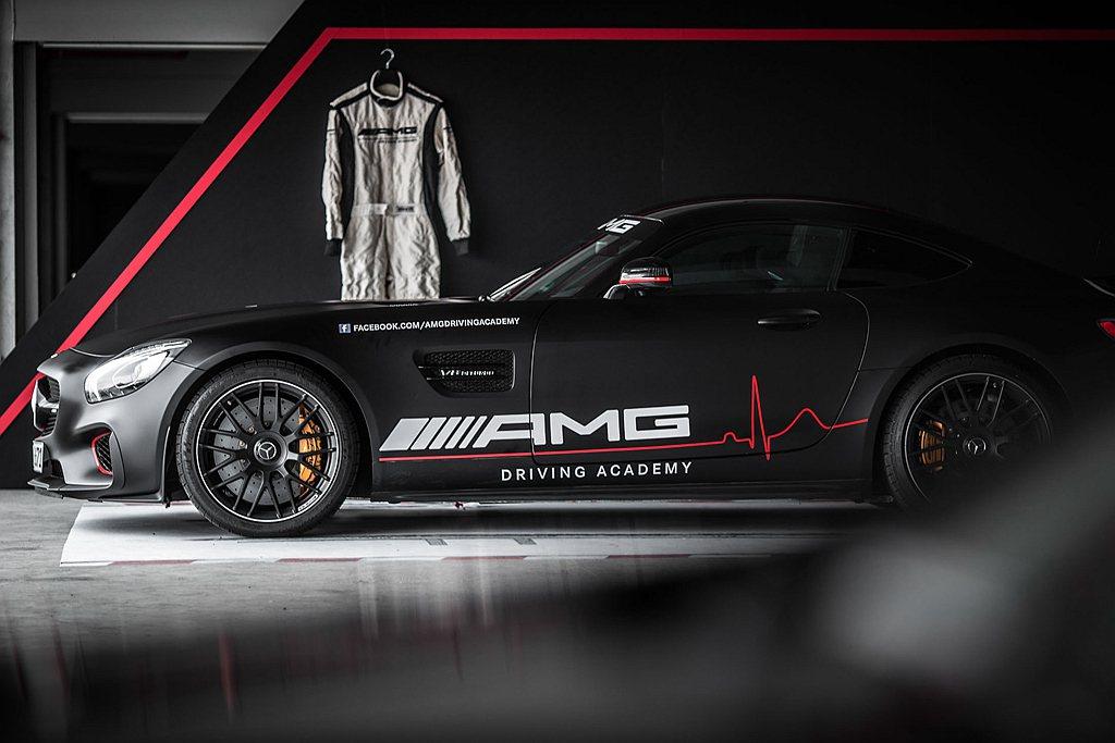 2017年《AMG駕駛學院》與Mercedes-AMG GT C一同震撼登台,今...