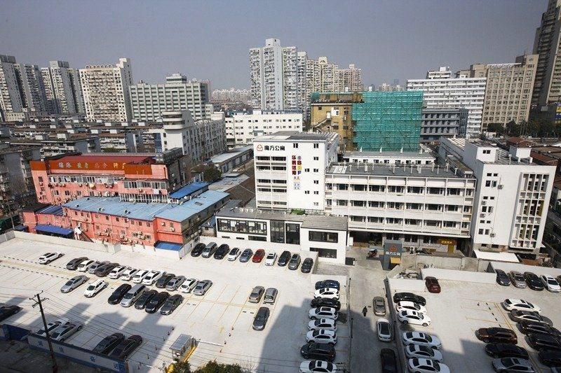 中國的長租公寓源自2015年,可見這行業還相當「年輕」。圖為魔方公寓。 圖/新華社