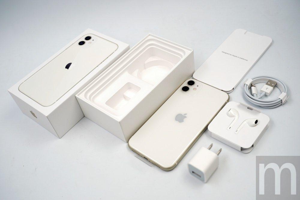 iPhone 11所有內容物,其中蘋果不再提供Lightning轉3.5mm耳機...