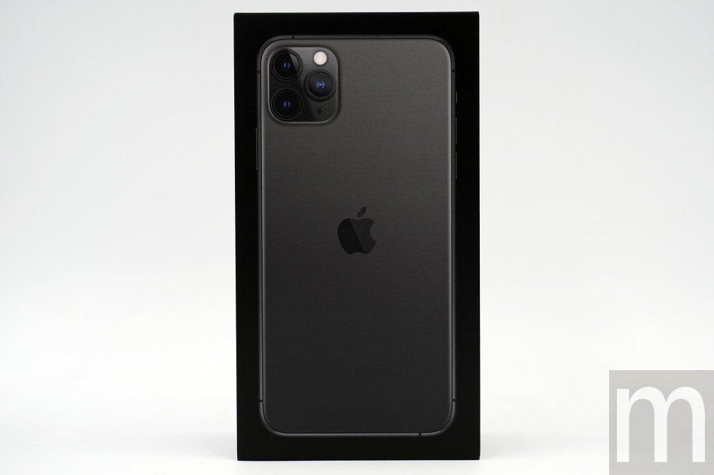 正面外觀,同樣強調iPhone 11 Pro Max背面設計