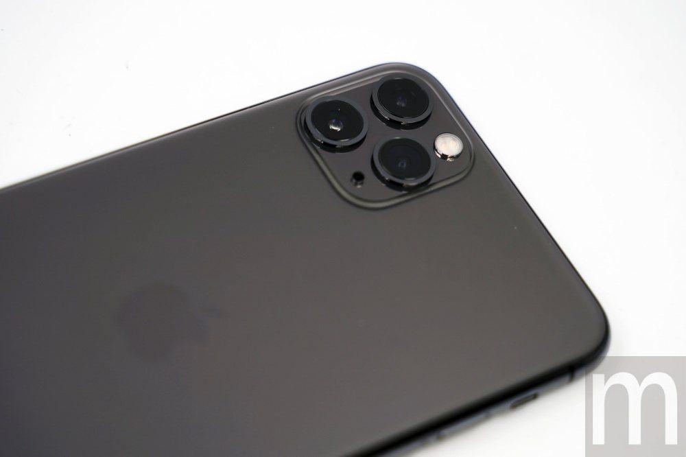 實際的iPhone 11 Pro Max並不會顯得奇怪,但確實與過往iPhone...