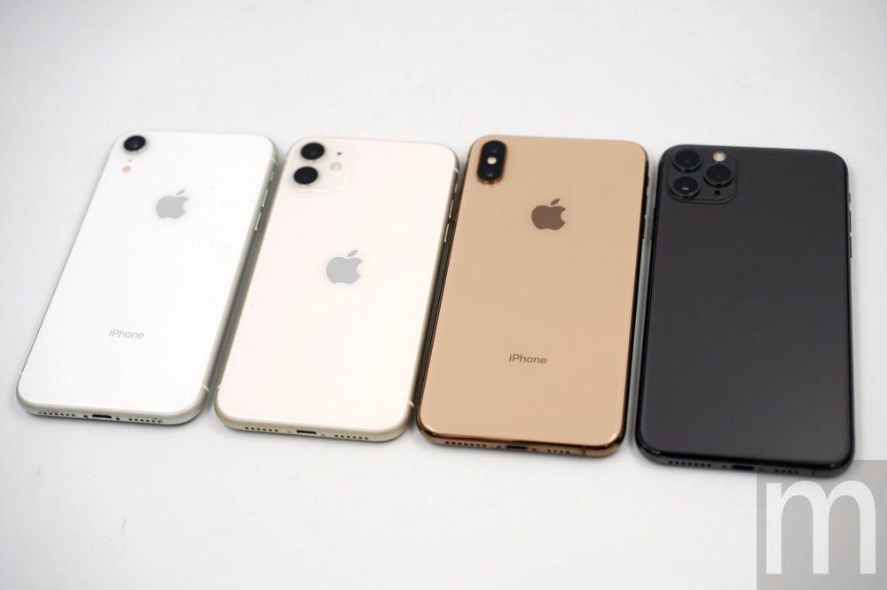 與去年推出的iPhone XR、iPhone XS Max外觀比對,其中蘋果標誌...
